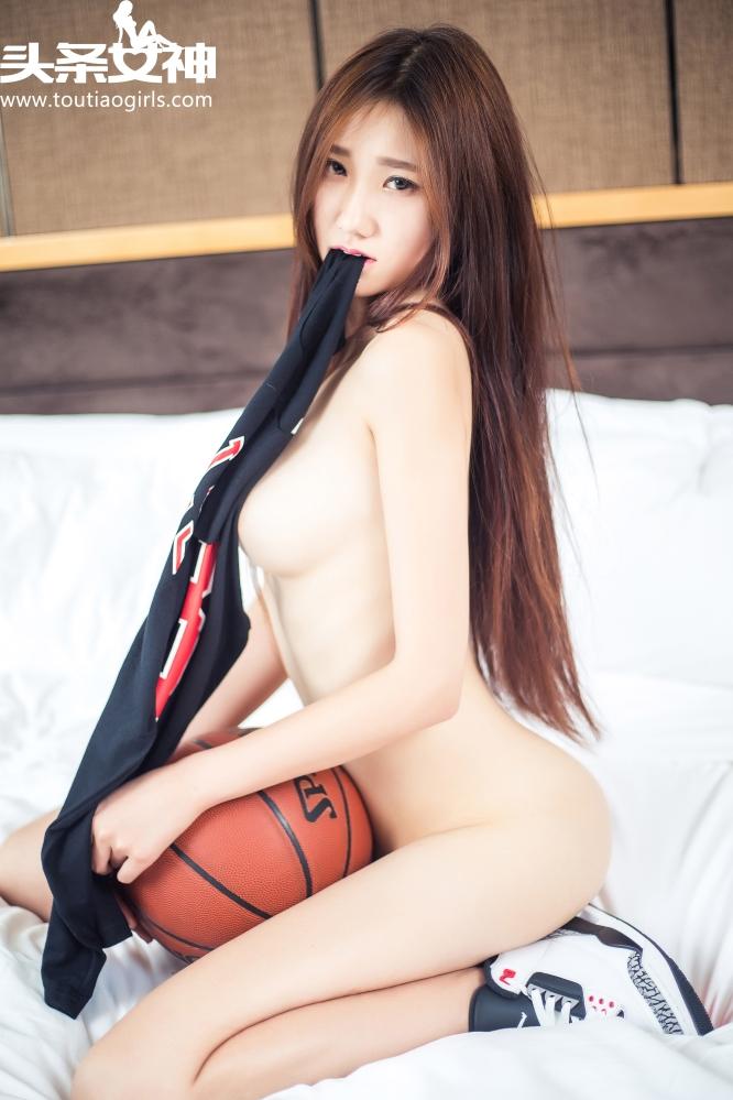 NBA主播张子珂用雪白柔嫩玲珑有致的绝世胴体衬托着AJ战靴
