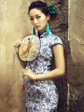 上海老街巷里的青花旗袍