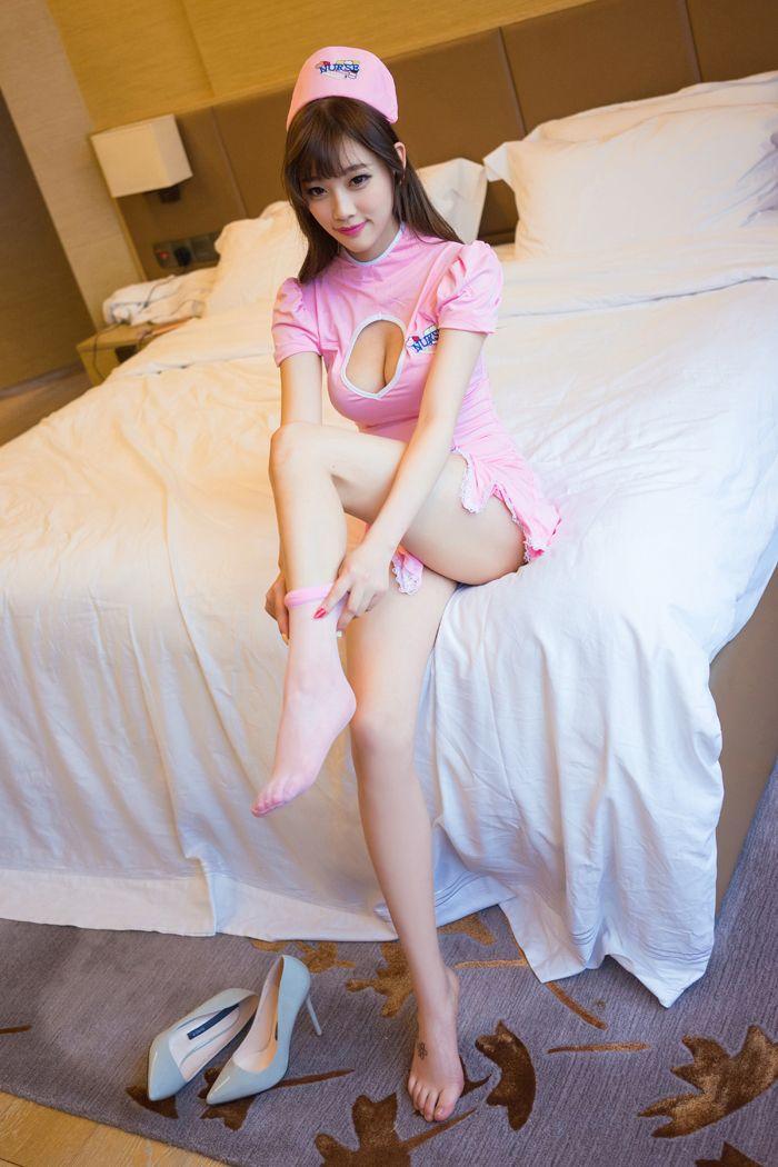 长腿美女suga粉色护士制服魅惑有加